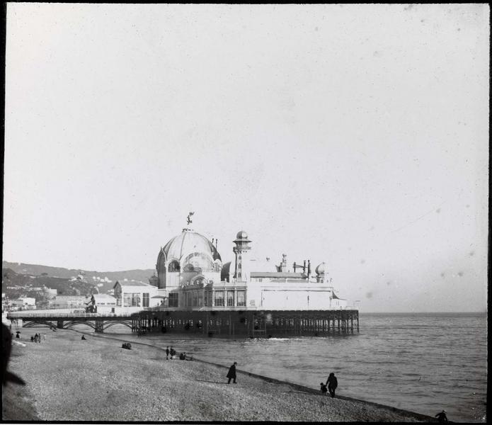 Ensemble depuis la plage animée, côté ouest (détruit entre 1943 et 1946)
