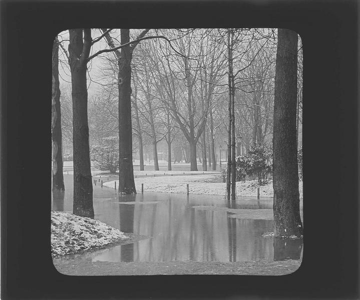 Crue de la Seine : allées inondées