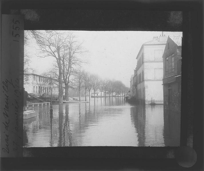 Crue de la Seine : ensemble sur quai Bourdon inondé