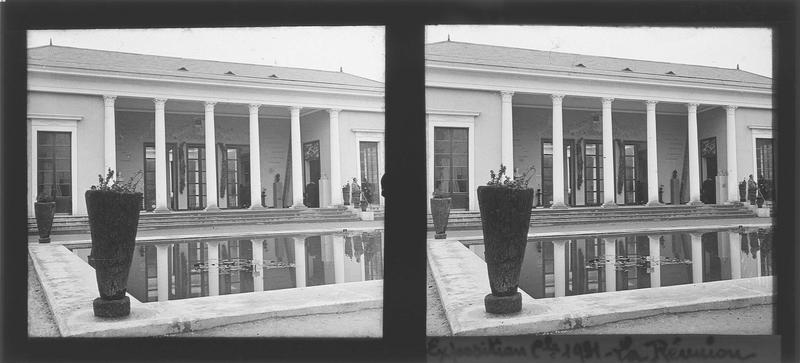 Façade principale et bassin