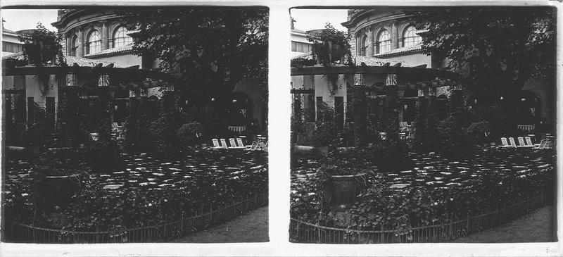 Jardin dallé avec pergola, dite Triomphe de la Fleur