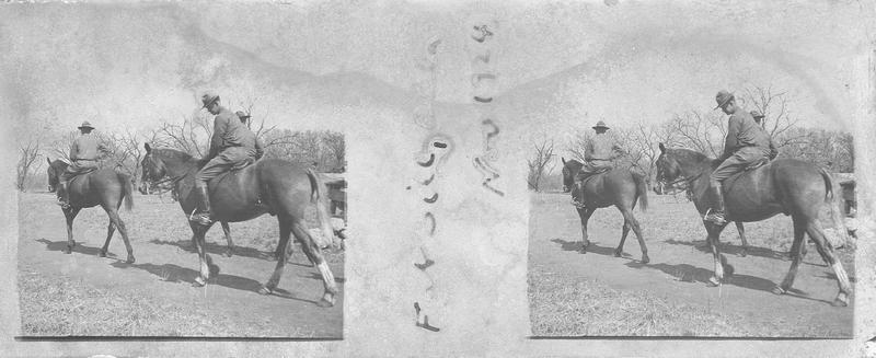 Militaires à cheval