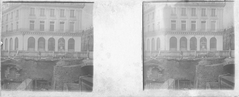 Crue de la Seine : façade sur chaussée effondrée