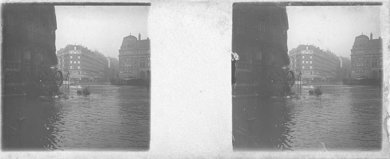 Crue de la Seine : pompe d'épuisement à vapeur près de la gare Saint-Lazare