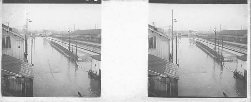 Crue de la Seine : voies de chemin de fer inondées