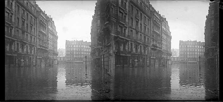 Crue de la Seine : façades sur rue inondée