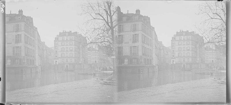 Crue de la Seine : façades sur quai inondé