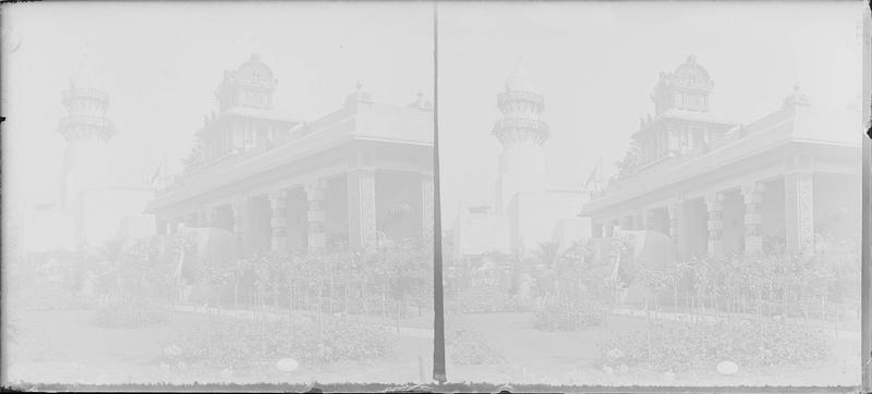 Entrée du pavillon des Indes françaises et minaret de la mosquée (reproduction de la mosquée Ammoudy de Djibouti)