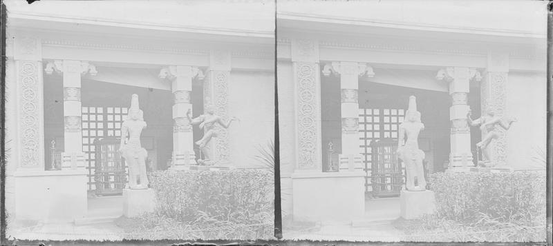 Patio avec statues indiennes