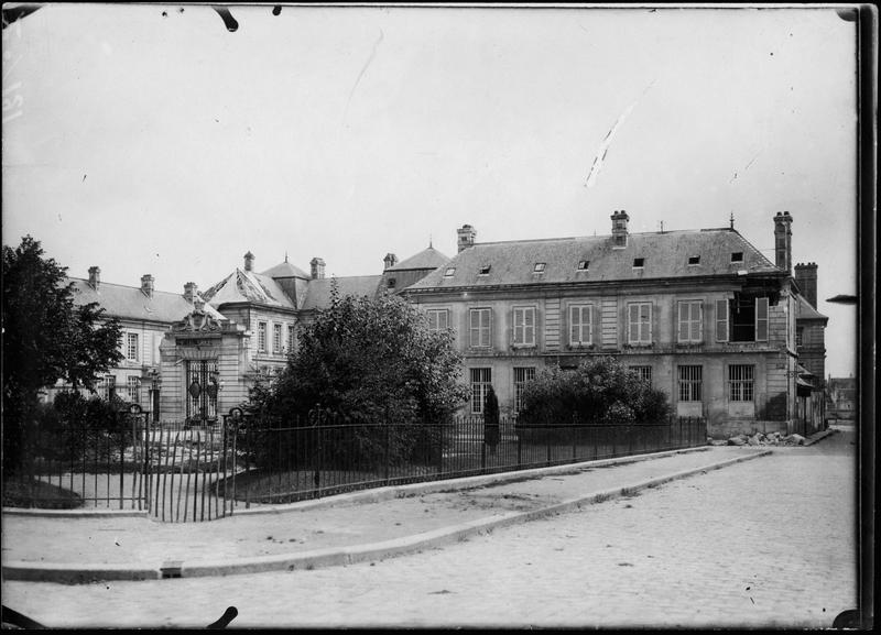 L'hôtel de ville, façade et toitures