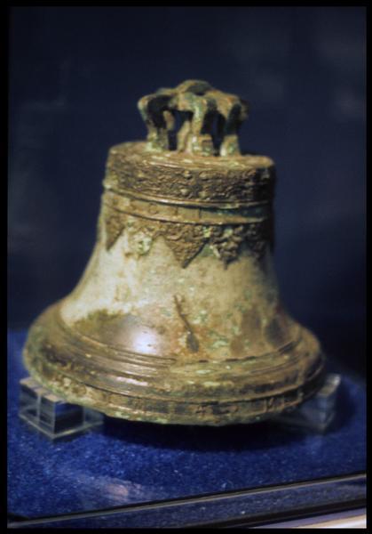 Vue de la cloche de bronze.
