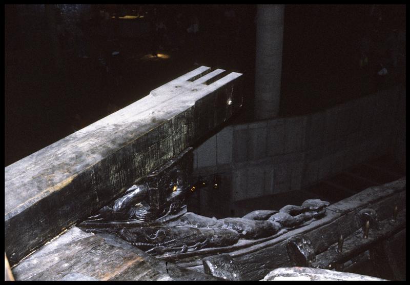 Vue de détail d'un élément de décor de l'extérieur de la carène.