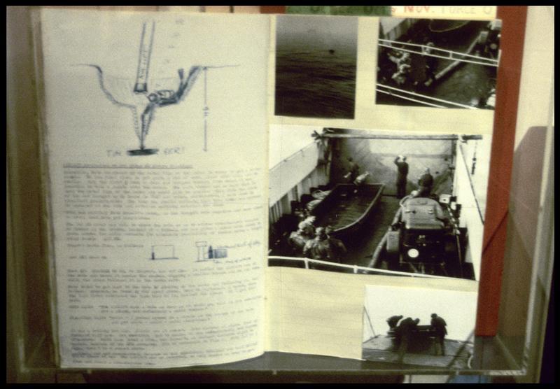 Vue de photographie et de cahier de fouille du sauvetage de la carène.