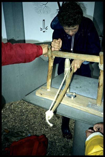 Vue de la reconstitution de la technique de perforation.