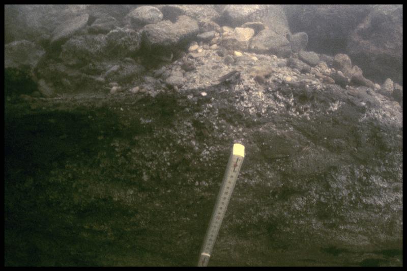 Vue sous-marine de détail de la stratigraphie (fouille Y. Billaud/Drassm).