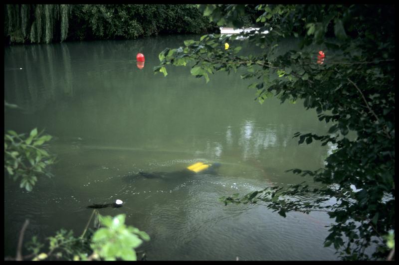 Vue d'un plongeur depuis la surface (fouille Y. Billaud/Drassm).