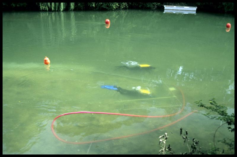 Vue de deux plongeurs depuis la surface (fouille Y. Billaud/Drassm).