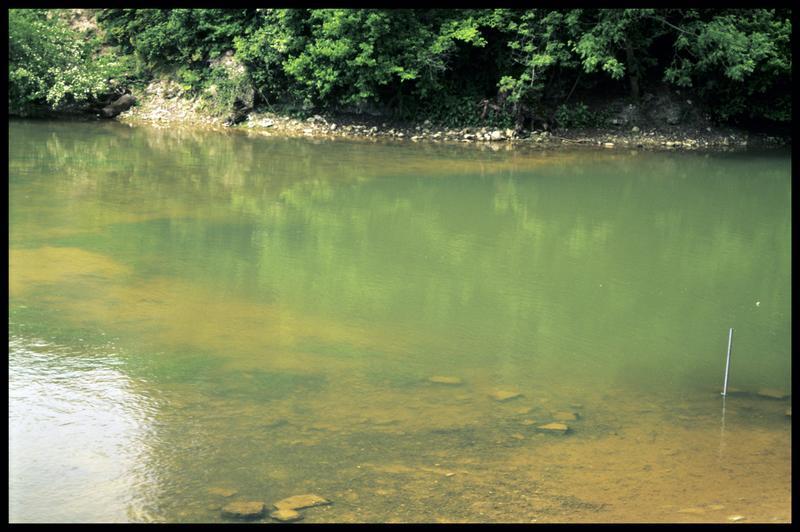Vue de l'entrée du siphon du Bouillant depuis la surface (fouille Y. Billaud/Drassm).