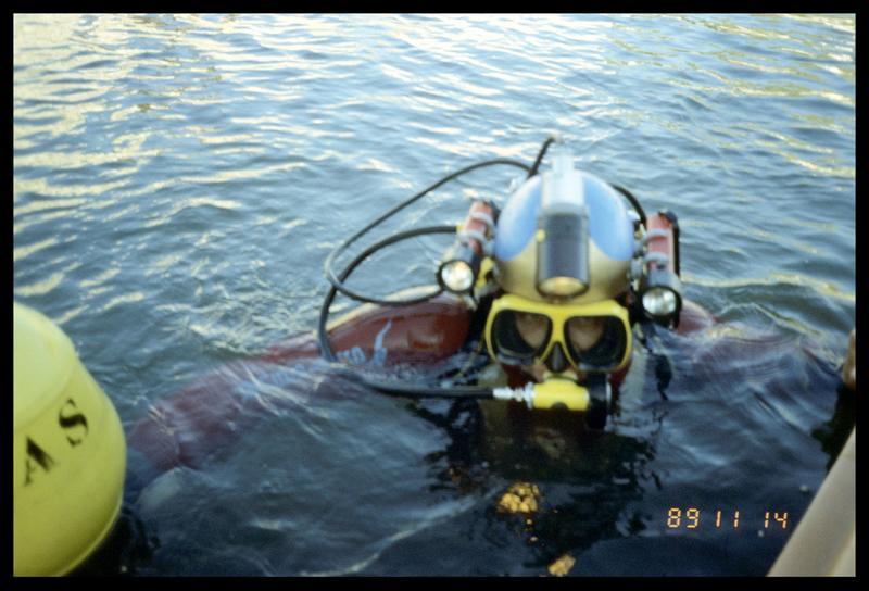Vue de la mise à l'eau d'un plongeur (fouille E. Rieth).