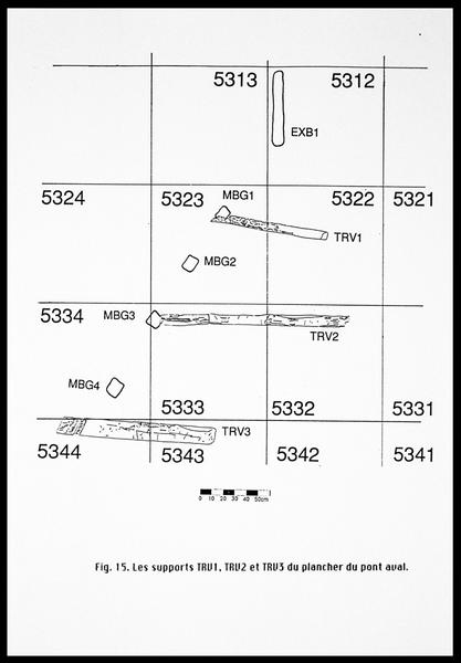 Vue du dessin de localisation des baux transversaux du plancher du pont aval (fouille E. Rieth).