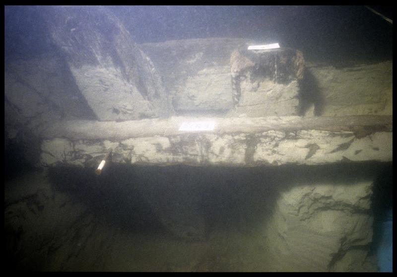 Vue sous-marine de la carène in situ (fouille E. Rieth).