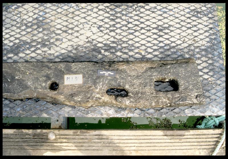 Vue de détail de la pièce de bois PLI3 (fouille E. Rieth).