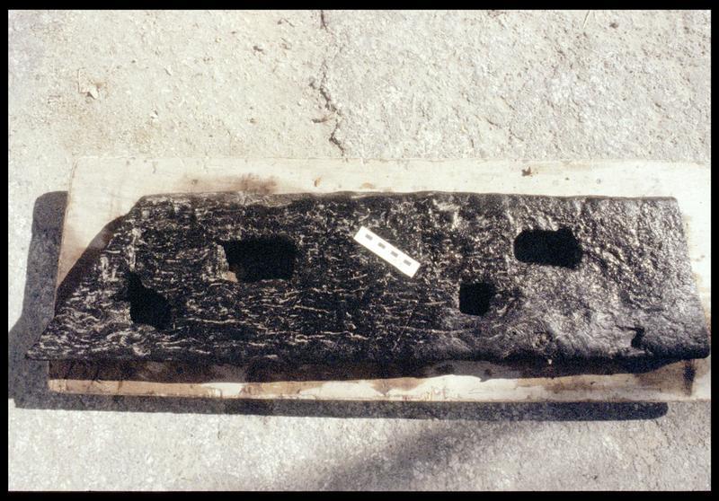 Vue de la pièce de bois PLI3 (fouille E. Rieth).