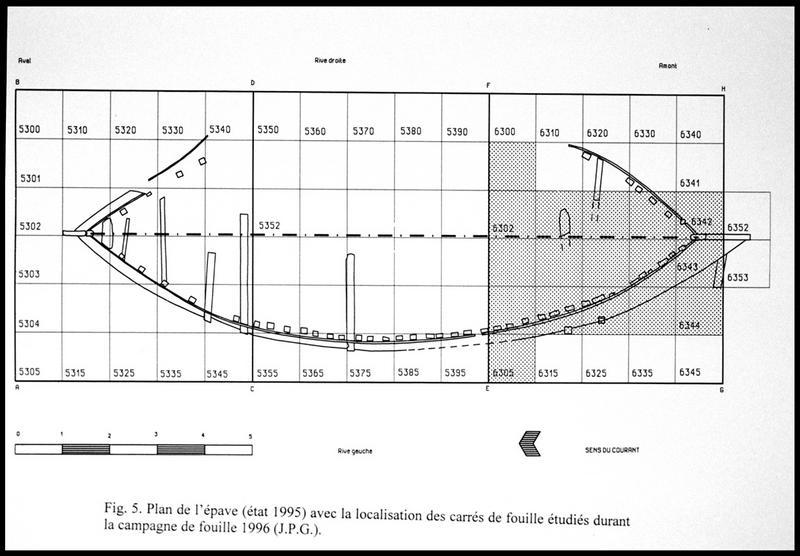 Vue du plan de la carène après la fouille de 1995 et des carrés de fouille de 1996 (fouille E. Rieth).