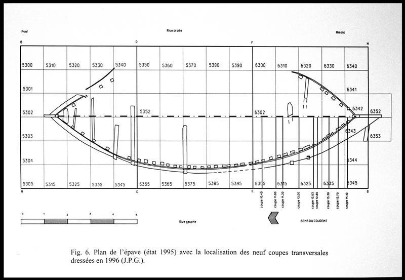 Vue du dessin de l'état de l'épave en 1995 et la localisation des neuf coupes transversales (fouille E. Rieth).
