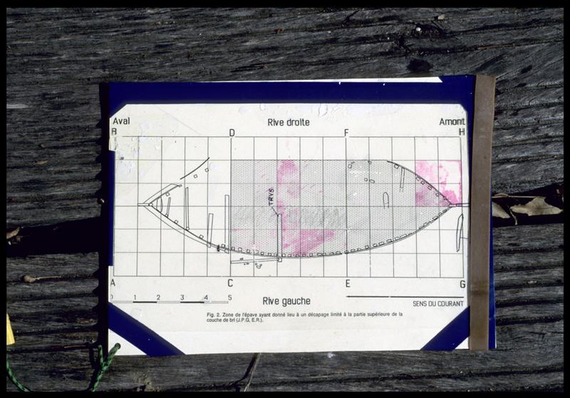Vue de la plaquette de travail avec plan et carré de fouille (fouille E. Rieth).