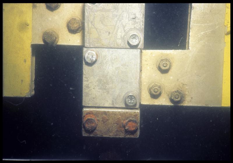 Vue sous-marine de détail du montage du gabarit de mesure (fouille E. Rieth).