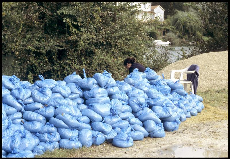 Vue des sacs de sable du réensablage (fouille E. Rieth).