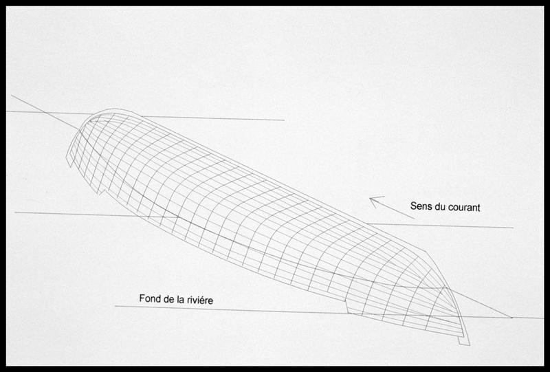 Vue de la localisation et de la position de la carène dans le lit de la Charente (fouille E. Rieth).