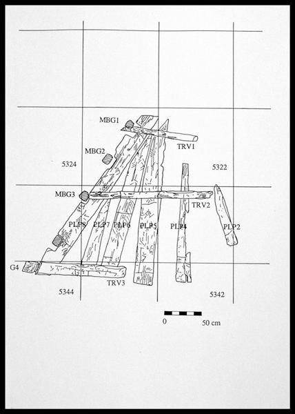 Vue du relevé des planches du pont et des baux de la carène (fouille E. Rieth).