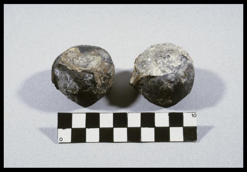 Vue de deux balles de plomb (fouille D. David).