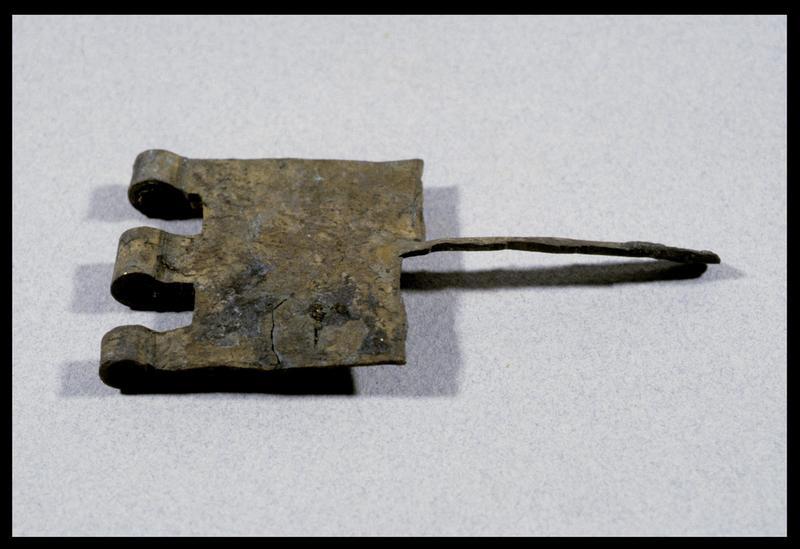 Vue d'une charnière métallique (fouille D. David).