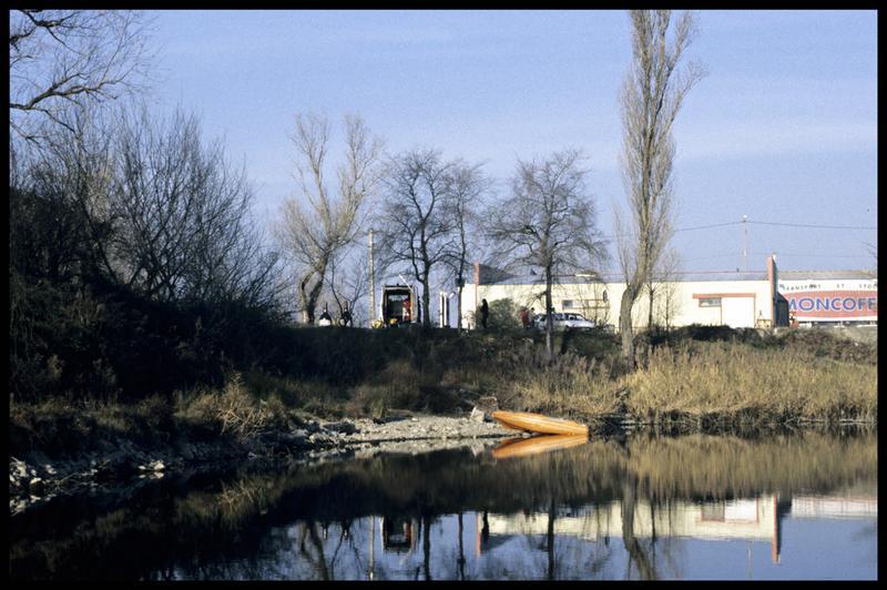 Vue du Newmatic et du camion de fouille (fouille Y. Billaud/Drassm).