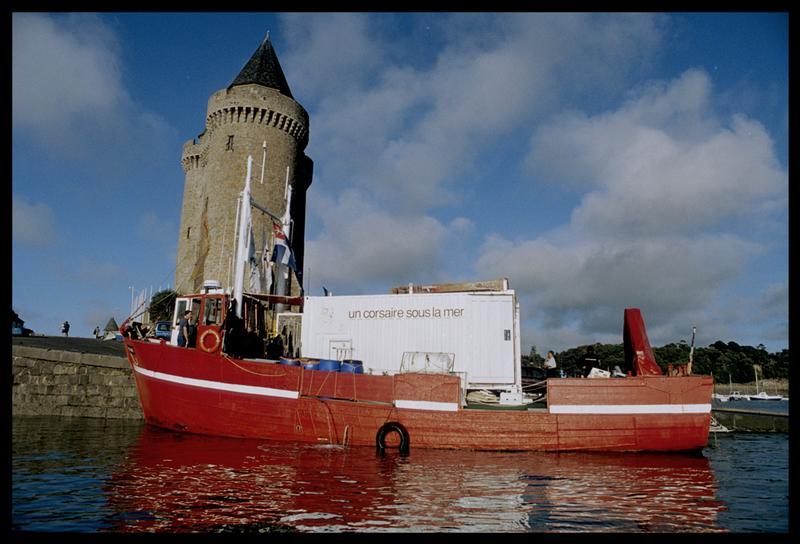 Vue de l'Hermine Bretagne à quai (fouille M. L'Hour/Drassm, E. Veyrat/Drassm).