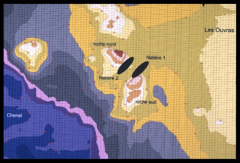 Vue de la bathymétrie des fonds et de la localisation des épaves sur informatique (fouille M. L'Hour/Drassm, E. Veyrat/Drassm).