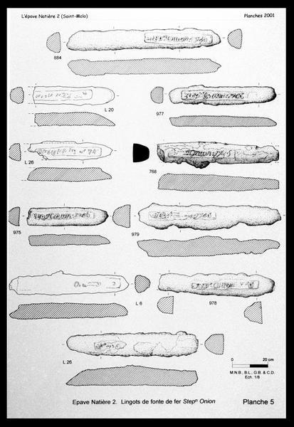 Vue d'une planche des lingots de fonte de fer marqués STEP ORION (fouille M. L'Hour/Drassm, E. Veyrat/Drassm).
