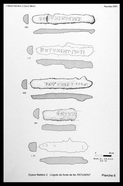 Vue d'une planche des lingots de fonte de fer marqués PATUXENT (fouille M. L'Hour/Drassm, E. Veyrat/Drassm).