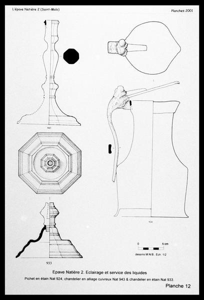 Vue du dessin du pichet et des deux chandeliers d'étain (fouille M. L'Hour/Drassm, E. Veyrat/Drassm).