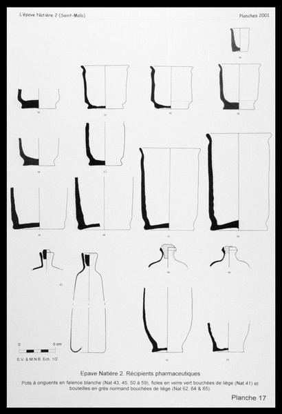 Vue du dessin des flacons de verre, gobelet de faïence et bouteille de grès utilisés en pharmacie (fouille M. L'Hour/Drassm, E. Veyrat/Drassm).