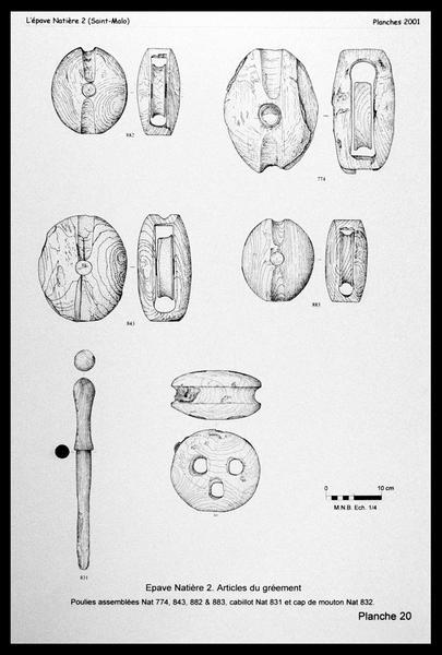 Vue du dessin de poulies, cap de mouton et cabillot de bois (fouille M. L'Hour/Drassm, E. Veyrat/Drassm).