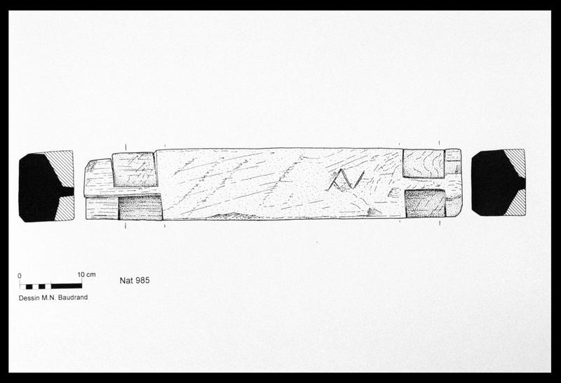 Vue du dessin d'un barrotin de bois marqué N (fouille M. L'Hour/Drassm, E. Veyrat/Drassm).