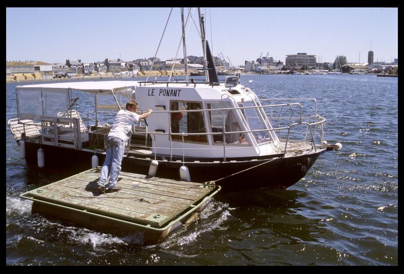 Vue du ponton tractée par le Ponant (fouille M. L'Hour/Drassm, E. Veyrat/Drassm).