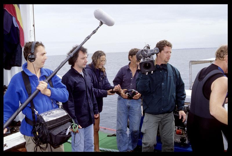 Vue de l'équipe de tournage de l'interview filmée sur l'Hermine-Bretagne (fouille M. L'Hour/Drassm, E. Veyrat/Drassm).