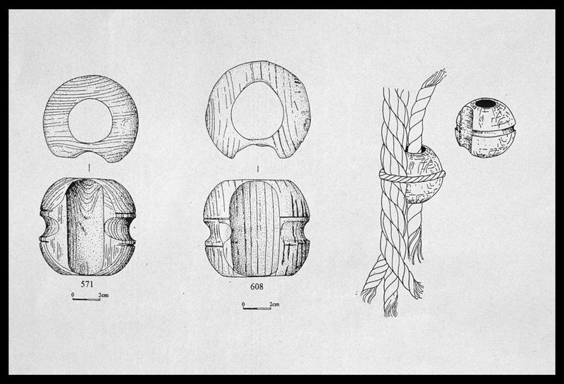 Vue du dessin de deux pommes gougées de bois (fouille M. L'Hour/Drassm, E. Veyrat/Drassm).