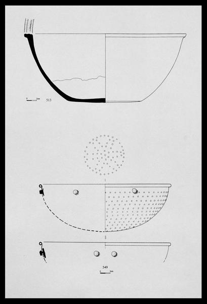 Vue du dessin d'un plat de céramique et de l'égouttoir de cuivre (fouille M. L'Hour/Drassm, E. Veyrat/Drassm).