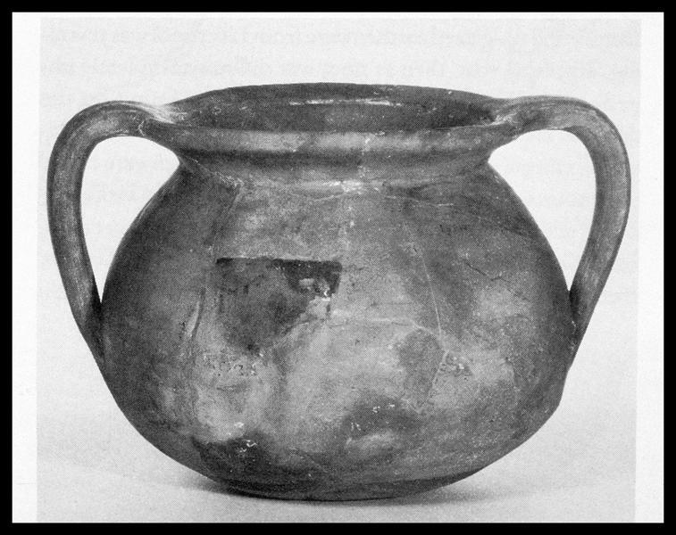 Vue d'un pot à anses découvert à Machault (fouille M. L'Hour/Drassm, E. Veyrat/Drassm).